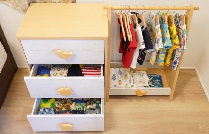 子どもが自分で服を選べるモンテッソーリな収納環境の作り方